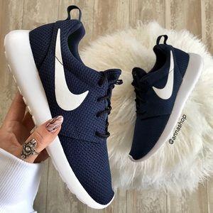 NWT Nike ID Roshe Custom Navy Blue
